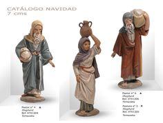 PASTORES Nº4 y Nº6, PASTORA Nº5. Figuras de belén/pesebre, de terracota policromada, de 7 cm. Autor José Luis Mayo Lebrija.