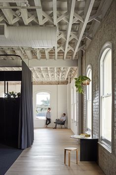 Image 14 of 20 from gallery of Brisbane Studio / Cox Architecture. Photograph by Christopher Frederick Jones Australian Interior Design, Interior Design Awards, Decor Interior Design, Interior Decorating, Victorian Buildings, Unique Buildings, Timber Ceiling, Workplace Design, Architecture Office