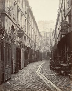 Cour du Dragon (disparue) (Cour du Dragon (destroyed)), ca 1865, Charles Marville. French (1813 - 1879)