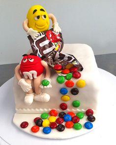 Torta m&m Candy Cakes, Cupcake Cakes, New Cake, Cake Tutorial, Creative Cakes, Cake Art, Cake Designs, Amazing Cakes, Cake Pops