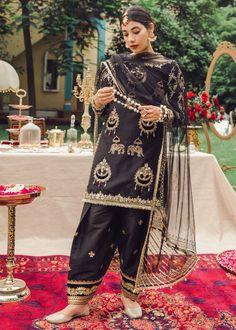 Black Pakistani Dress, Pakistani Fancy Dresses, Pakistani Fashion Party Wear, Pakistani Dress Design, Pakistani Outfits, Indian Outfits, Stylish Dresses For Girls, Stylish Dress Designs, Designs For Dresses