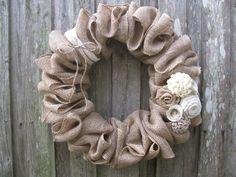 Winter White Rosettes & Burlap Wreath 18 or 22 di TheRuffledPage