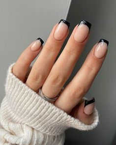 French Acrylic Nails, Simple Acrylic Nails, Fall Acrylic Nails, Black French Nails, Nails French Design, Short Nails Acrylic, Short French Tip Nails, Black Nail Tips, Black Nails Short