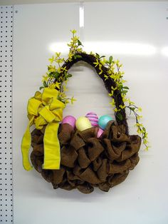 17 DIY Burlap Home Decorations -- Really like this Easter basket wreath!