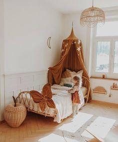 """Steffi Martina Hilty ☾ on Instagram: """"Pisquei, e meu bebê deixou de ser bebê. A cama finalmente chegou, e aos poucos o cantinho dela tá mudando, crescendo e transformando junto…"""" Comfy Bedroom, Baby Bedroom, Baby Room Decor, Nursery Room, Girls Bedroom, Kids Canopy, Baby Kind, Little Girl Rooms, Room Inspiration"""
