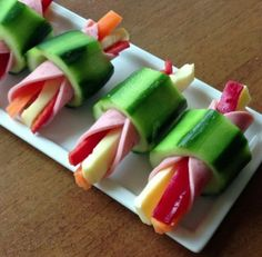 This quick and easy cheese and pepper stick rapped in ham inside hollow cucumber slice is the quick &; This quick and easy cheese and pepper stick rapped in ham inside hollow cucumber slice is the quick &; Tapas, Good Food, Yummy Food, Easy Cheese, Food Platters, Food Decoration, Appetisers, Food Humor, Creative Food
