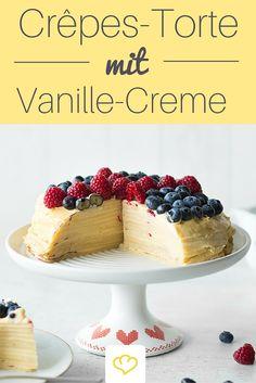 Crêpes-Torte mit Vanille-Creme und Beeren - ein Tortentraum für alle Pfannkuchenliebhaber, der auch bei deinen Gästen ordentlich Eindruck hinterlässt!