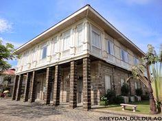 Casa Quiapo Philippine Houses, Pergola, Garage Doors, Outdoor Structures, Outdoor Decor, Home, Philippines, Houses, Outdoor Pergola