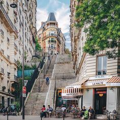 Montmartre, Paris 🗼 Looks like a great place to sit and enjoy one's company. OR just people watch. Then occasionally walk the large number of steps beside you to keep limber. Montmartre Paris, Paris France, Oh Paris, I Love Paris, Paris City, Paris Street, France City, Places Around The World, The Places Youll Go