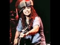 Linda Perry of Four Non Blondes - Hung out with her and friend in vail Colorado skiing. Met big head Todd same day just having beers at the lodge Music Love, Good Music, My Music, For Non Blondes, Linda Perry, Love To Meet, My Love, Sound Film, Rocker Chick