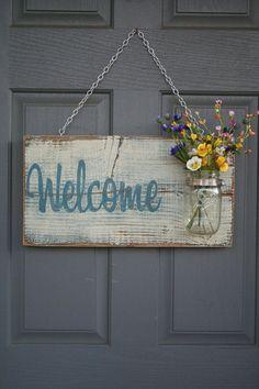 ♥♥♥ Декор двери своими руками - это отличный способ внести разнообразие и ноту креативав интерьер или экстерьер своего дома.Особенно это актуально в канун праздников. Кроме того, у двери со временем могут появиться небольшие дефекты, устранить которые опять же поможет декорирование. Как украсить свою дверь, чтобы это выглядело стильно и красиво, – читайте в данной статье.