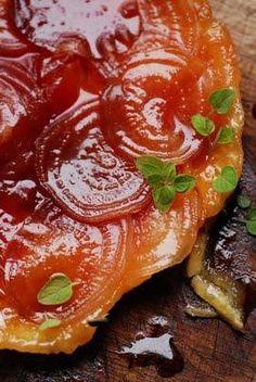 Tarte tatin aux betteraves et caramel de vinaigre de Xérès http://www.paperblog.fr/2468996/castagnettes-hispagnitude-abanicos-et-vinaigre-de-xeres-et-etrange-tarte-tatin/
