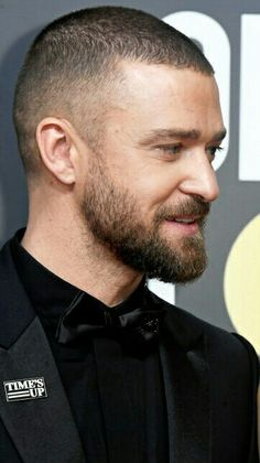 Medium length hair styles are the trend these days when it comes to men's looks. These styles are simple to create and give men suave and well groomed looks with a bit of flair. Buzz Cut Hairstyles, Mens Medium Length Hairstyles, Slick Hairstyles, Damp Hair Styles, Hair And Beard Styles, Medium Hair Styles, Short Hair Styles, Justin Timberlake, Thin Curly Hair
