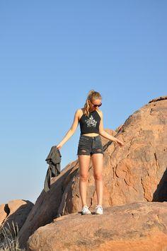 afrika safari namibia  africa travel reisen travelling outfit ootd fashion look basic basics brandy melville summer sommer frühling spring   fotografie fotoshoot photography photoshoot blog blogging blogger german germany deutsch deutschland mind wanderer mind-wanderer