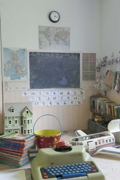 @erinkv, LOVE hooks on wall with bags for misc things. Playroom