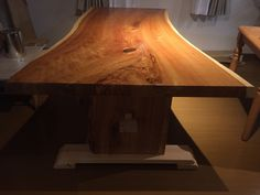 End view of cedar table top.