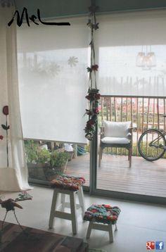 Son cortinas de enrollamiento superior, que ocupan un mínimo lugar en la ventana y que permiten el uso del doble cortinado o de fondo de cortina.  Con sistemas manuales de cadena o con motores instalados dentro del tubo de la misma, pueden utilizarse con un doble cortinado debido a Que pueden ser automatizadas a control remoto o con pulsador.     MEL INTERIORES   Gorriti 4700 - esq. Malabia (54-11) 4833-3106 / 4776-4200 cortinas@melinteriores.com.ar Palermo Soho - Buenos Aires - Argentina Cortinas Rollers, Soho, Ladder Decor, Home Decor, Tela, Chain, Windows, Buenos Aires, Interiors