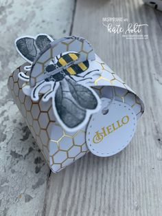 Honey Bee Gift Boxes for team swaps made using the Mini Curvy Keepsakes Box dies, the Honey Bee Bundle and the Golden Honey Bee Papers. Bee Boxes, Honey Bee Stamps, Bee Cards, Bee Gifts, Wink Of Stella, Cute Box, Craft Box, Keepsake Boxes, Gift Bags