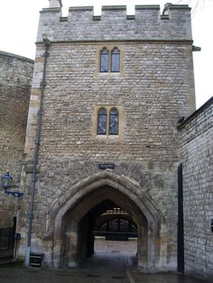 Princes in the Tower | the bloody tower with traitor s gate in the background