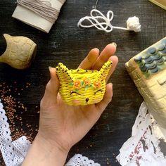 Fotografie z Aliona Khaїroutdinova - 255 fotografií Basket Weaving, Triangle, Newspaper, Hampers, Creativity, Manualidades, Journaling File System