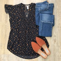 {Fall Tones: Rust & Navy} // I was instantly drawn to this blouse in store yesterday ~ and knew it w Look Fashion, Fashion Outfits, Womens Fashion, Casual Outfits, Cute Outfits, Navy Dress Outfits, Bluse Outfit, Looks Jeans, Estilo Jeans