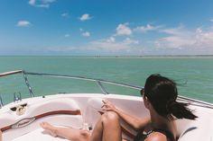 Localizada na Vila do Outeiro, está a 5min de 3 praias: Espelho, Amores e Outeiro. Possui 7 suítes amplas, claras e arejadas, ar condicionado, TV, internet e fr #pousada #Brisasdoespelho #praia #passeio