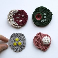 Four crochet brooches autres bijoux Crochet Brooch, Freeform Crochet, Crochet Art, Crochet Earrings, Fiber Art Jewelry, Textile Jewelry, Fabric Jewelry, Jewellery, Crochet Flower Patterns