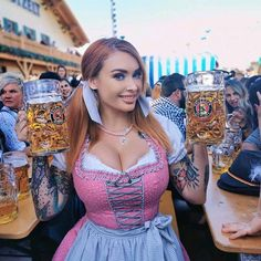 Funny pics, memes, fascinating stuff, weirdness and craziness - in a single gallery. Oktoberfest Outfit, Oktoberfest Beer, German Girls, German Women, Octoberfest Girls, Beer Maid, Beer Girl, Dirndl Dress, Cultura Pop