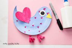 Arty Crafty Kids | Craft | Paper Plate Love Birds | Super cute paper plate Love Bird. An easy Valentine's craft for kids. #valentinecrafts