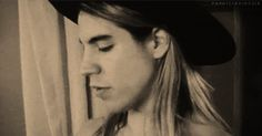 Anthony Anthony Kiedis Young, Male Icon, John Frusciante, Smiling Eyes, Alice In Chains, Cool Bands, Rock And Roll, Brave, Cool Pictures