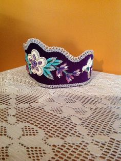 Crown Earrings, Beaded Moccasins, Beadwork Designs, Iroquois, Native Beadwork, Crowns, Quilling, Dancing, Beading