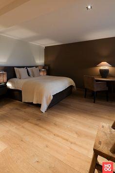 Luxe slaapkamer met tweepersoonsbed   slaapkamer design   bedroom ideas   master bedroom   Hoog.design