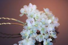 埋め込み画像 Nail Polish Jewelry, Nail Polish Flowers, Nail Polish Crafts, Nail Polish Art, Resin Jewelry, Hair Jewelry, Wire Flowers, Plastic Flowers, Kanzashi Flowers