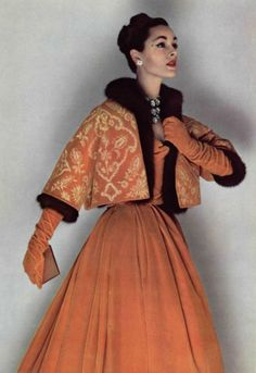 Vintage Fashion 1958 - Christian Dior Evening ensemble Bolero doubled by Mink, by Philippe Pottier, Bianchini Férier fabric Vintage Glamour, Vintage Dior, Vintage Couture, Mode Vintage, Vintage Beauty, Vintage Dresses, Vintage Outfits, Vintage Clothing, Rock Clothing