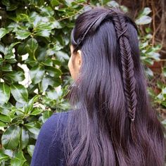 Elrond's wrapped fishtail braid from the Fellowship of the Ring prologue Braided Updo, Braided Hairstyles, Cool Hairstyles, Long Hair Dos, Long Hair Styles, Elf Hair, Medieval Hairstyles, Grow Out, Plaits