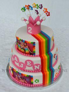 taarten k3 - Google zoeken Flamingo, Cupcakes, Desserts, Kids, Birthday Cakes, Google, Food, Decor, Flamingo Bird