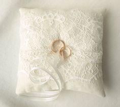 Die 16 Besten Bilder Von Ring Kissen Hochzeit Ring Pillows Ring