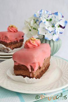 Prajitura Pionier cu ciocolata si zmeura Romanian Desserts, Amazing Cakes, Fondant, Sweet Treats, Deserts, Food, Mascarpone, Sweets, Candy