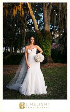 #wedding #photography #weddingphotography #Avila #Countryclub #Tampa #Florida #stepintothelimelight #limelightphotography #weddingday #bride #golfcourse #portrait #veil #dress #white #bouquet
