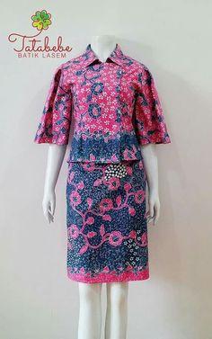 Batik Kebaya, Kebaya Dress, Blouse Dress, Batik Fashion, Red Fashion, African Fashion, Fashion Outfits, Model Dress Batik, Batik Dress