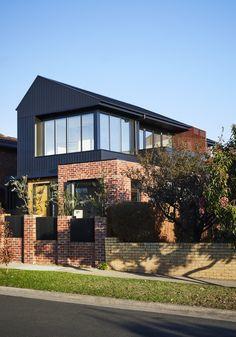Brodecky house atlas architects media - photos and videos - 2 archello Facade Design, Exterior Design, House Design, Modern Brick House, Loft Industrial, Modern Townhouse, Suburban House, Modern Exterior, Modern Architecture