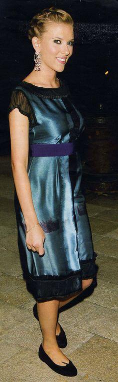 Scarlett Johansson wears French Sole's Simple black ballet flats.