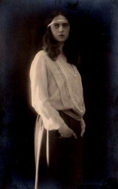 Prinzessin Ilenana von Rumänien, Princess of Romania Romanian Royal Family, Old Time Photos, Royal Beauty, Ferdinand, Prince Charles, Descendants, Indian Art, Austria, Butterflies