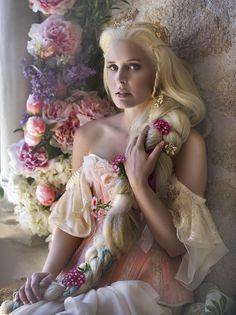 Rapunzel photos by Rebeca Saray Gude, a photographer and digital artist from Madrid, Spain. Rapunzel Flynn, Rapunzel Costume, Rapunzel Braid, Fairy Make-up, Fairy Tales, Fantasy Photography, Fashion Photography, Foto Fantasy, Elfa