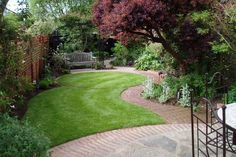 how to plant a small garden ideas lawn shrubs wooden bench garden paths deck area – Home decoration ideas and garde ideas Back Gardens, Small Gardens, Outdoor Gardens, Small Garden Plans, Small Garden Design, Small Hidden Garden Ideas, Small Square Garden Ideas, Garden Borders, Garden Paths