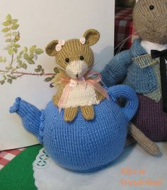 Knitted dormouse teapot from the enchanting by dollsandbunnies Knitted Tea Cosies, March Hare, Party Scene, Weird Stories, Dishcloth, Cozies, Love Crochet, Mice, Alice In Wonderland