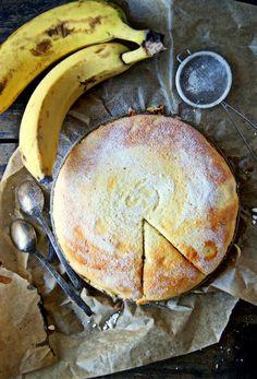pieczone truskawki: Bananowy sernik na jogurcie. Wersja bardzo lekka i najprostsza.