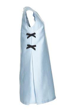 Scuba Duchess A-Line Cocktail Dress - Carolina Herrera Resort 2016 - Preorder now on Moda Operandi Diy Dress, Dress Outfits, Girl Outfits, Fashion Dresses, Tafta Dress, Fashion Details, Love Fashion, Vintage Fashion, Womens Fashion