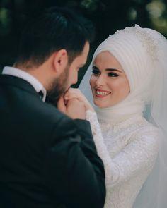 657 Likes, 7 Comments - Zeynep + Seyfullah Yalçınkaya (Fotoğraf Evim) on Inst. Romantic Couples Photography, Wedding Photography Poses, Couple Photography, Bridal Poses, Wedding Poses, Wedding Couples, Muslim Wedding Dresses, Muslim Brides, Pakistani Bridal Makeup