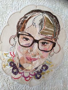 Embroidery Stitches Embroidered portraits can be made in many creative styles. Take a look at these artistic pieces of embroidery! - Embroidered portraits can be made in many creative styles. Take a look at these artistic pieces of embroidery! Hand Embroidery Patterns, Embroidery Applique, Cross Stitch Embroidery, Machine Embroidery, Thread Painting, Thread Art, Portrait Embroidery, Sculpture Textile, Art Du Fil